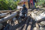 Jalur Kulawi masih putus akibat diterjang banjir dan tanah longsor
