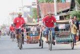 Lomba balap becak kayuh meriahkan HUT Kemerdekaan RI