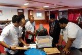 KPU serahkan berkas anggota DPRD Kepri terpilih kepada Plt Gubernur