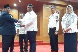 KPU serahkan berkas caleg DPRD terpilih Ke Gubernur Sultra