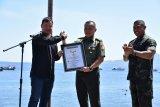 Pembentangan bendera Merah Putih terbesar di Pantai Malalayang masuk rekor MURI