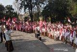 Di Monumen Perjuangan, seribuan siswa kibarkan bendera sambut Kemerdekaan RI