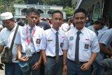 Sejumlah peserta SMN Sulsel shalat Jumat bersama warga Jayapura