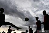 Beckham cetak gol balasan, babak pertama Indonesia - Malaysia imbang 1-1