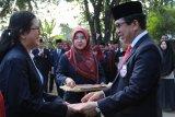Rektor Unibos Makassar berikan penghargaan dosen berprestasi pada HUT RI