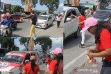 Maknai HUT RI, Pemerhati Kota Palu bagi-bagi roti 'Merah-Putih' kepada pengedara