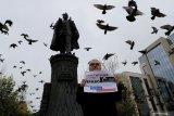 Pria bertopeng serang ketua komisi pemilihan Rusia