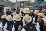 Peserta SMN dari Kalteng upacara di Pelabuhan Sungai Musi