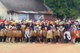 Warga Biak Numfor peserta upacara HUT RI gunakan pakaian adat nusantara