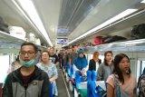 Penumpang Kereta api nyanyikan Indonesia Raya  saat detik-detik Proklamasi