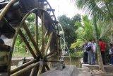 Di Desa Kampung Gadang  Pariaman dibangun objek wisata dilengkapi kincir air
