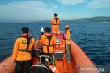 Empat penumpang kapal terbakar di Perairan Bokori belum ditemukan