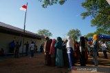 Warga korban tsunami laksanakan upacara bendera HUT RI Ke-74