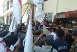 Vonis bebas oknum polisi bandar narkoba, PN Baturaja didemo