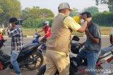 Dinkes Sumsel bagikan ribuan masker  di Palembang