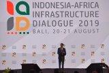 Presiden Joko Widodo menyampaikan sambutannya pada pembukaan Dialog Infrastruktur Indonesia-Afrika 2019 di Nusa Dua, Bali, Selasa (20/8/2019). Kegiatan selama dua hari tersebut dihadiri oleh delegasi dari 53 negara Afrika untuk berdiskusi tentang berbagai potensi kerjasama bisnis bidang infrastruktur dengan Indonesia. Antaranews Bali/Nyoman Budhiana