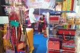 Beragam produk rajutan purna TKI dipamerkan di Padang Fair 2019