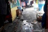 Pedagang dan pengunjung Pasar Raya Solok resah karena bau busuk