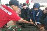 Peserta SMN asal Babel bongkar pasang senjata di Lanud Haluoleo