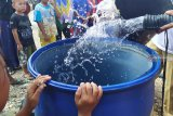 Desa Halaban sejak tahun 1980  krisis air bersih