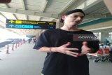 Musisi Amerika Luke Daniel Holland mendarat di BIY/YIA Kulon Progo