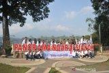 Di Bukittinggi, peserta SMN terpesona Jam Gadang & Lobang Jepang
