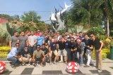 Marinir AS berwisata sejarah di Surabaya