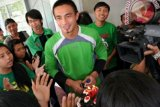 Ferry Rotinsulu akan menjadi pelatih sekaligus kiper Sriwijaya FC
