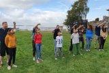 Anak-anak Swedia ikut balap karung dan makan kerupuk di HUT Ke-74 RI