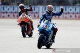 Rins juara GP Inggris, menang dramatis atas Marquez