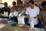 VIDEO - Polresta Pekanbaru tangkap dua kurir sabu seberat 18,3 kg