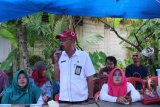 Sekkesbangpol Inhil serahkan bantuan kepada korban kebakaran Seberang Tembilahan