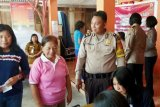 Polwan Polda Sulawesi Utara bakti kesehatan di Desa Makalisung