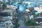 Jayapura anarkis, Aparat keamanan halau massa dengan gas air mata
