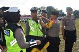 Polisi harus jadi teladan bagi masyarakat, kata Kapolda Kalteng
