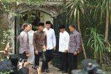Presiden Joko Widodo melayat ke Puri Cikeas