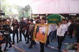 Jenazah ibunda SBY Siti Habibah diberangkatkan menuju ke TPU Tanah Kusir