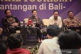 Dekranasda Bali mengajak generasi milenial bangkitkan industri mode