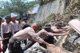 Papua Terkini -Siswa SPN  Polda Papua kerja bakti pascademo di Jayapura