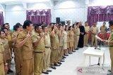 Bupati Jabes Gaghana lantik 60 pejabat Pemkab Sangihe