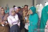Mufidah Jusuf Kalla tinjau sekolah sentra tenun Lintau Buo
