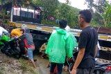 Truk trailer slip menutup Jalan Nasional Lubuk Selasih-Kerinci hingga tak bisa dilewati