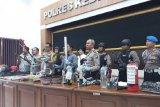 Aparat kepolisian amankan 53 suporter setelah bentrok di Kediri