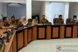 DPRD - Wali Kota Palu setuju lima raperda jadi perda