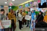 BPJS Ketenagakerjaan Makassar serahkan Rp579 juta di Hari Pelanggan Nasional