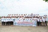 Ditlantas Polda Sulawesi Utara  tanam terumbu karang di Pantai Manado