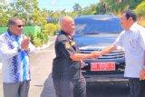 Mantan Sekretaris Daerah Biak Numfor kembalikan mobil dinas ke pemerintah