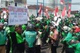 Tolak pemotongan insentif, ribuan pengemudi ojol lakukan demo