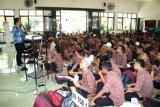 Dinkop UKM Sleman memberi tips wirausaha untuk siswa SMK