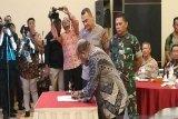 Para pihak menandatangani deklarasi kesepakatan menjaga damai di Papua